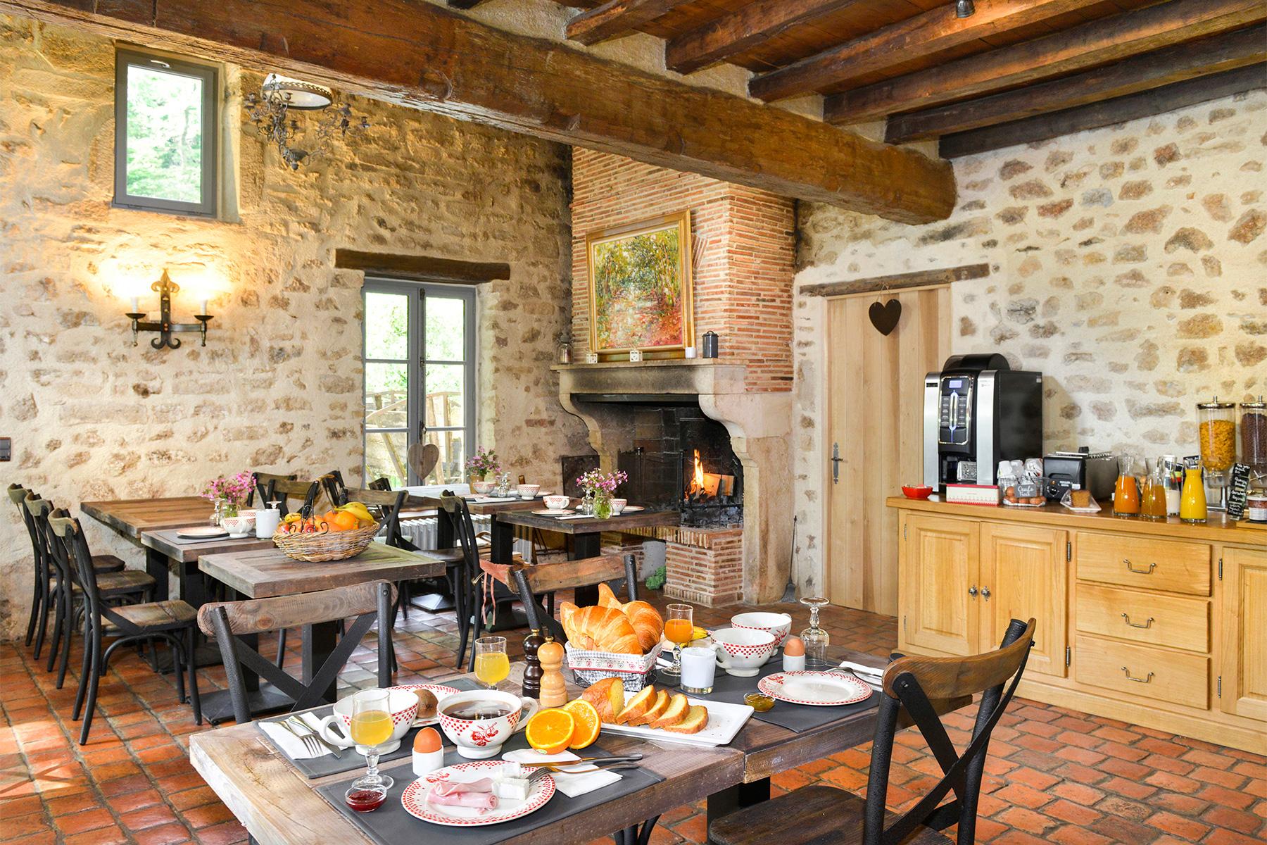 https://hotel-moulin-des-templiers.com/wp-content/uploads/2018/05/hotel-caractere-bourgogne-vezelay.jpg